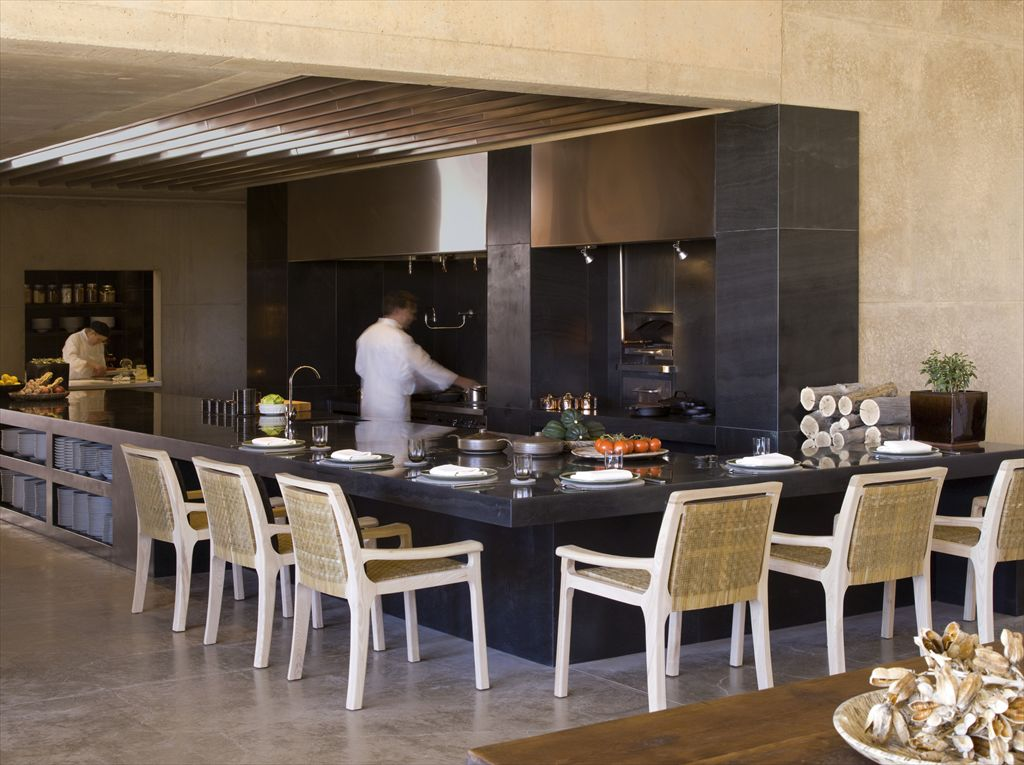 R-RS2110_Giri_Dining_Open Kitchen-lpr
