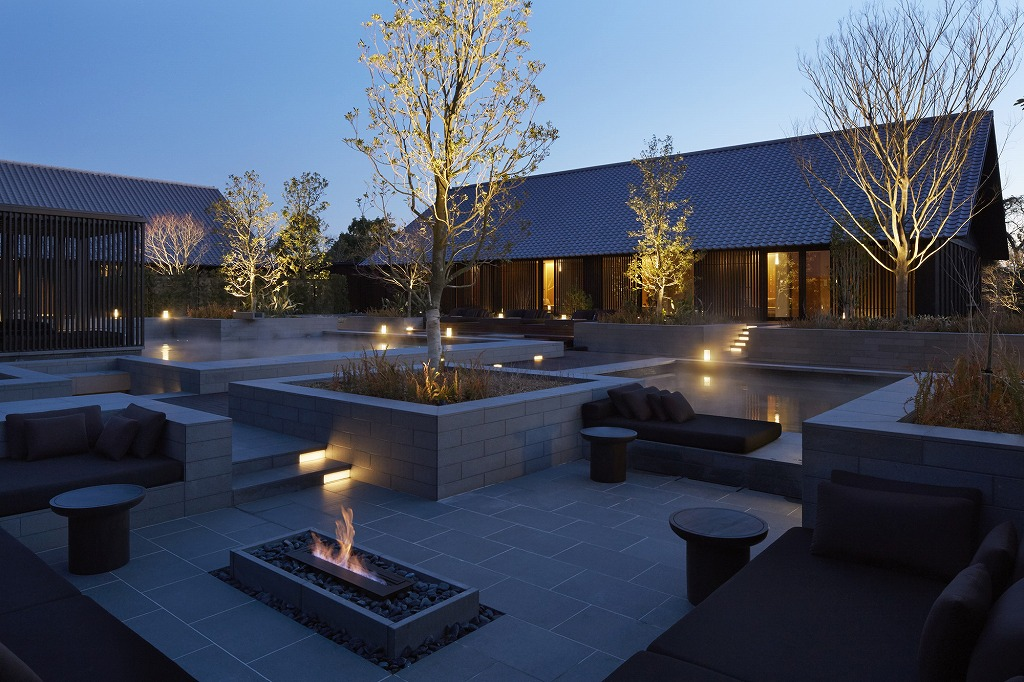 RS2156_Amanemu - Aman Spa mineral spring and fireside lounge-lpr