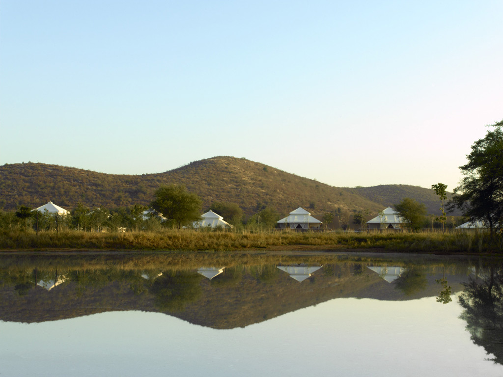 RS343_Aman-i-Khás---Tents-Exterior-&-Watering-Hole-lpr
