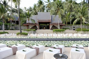 RS89_Amanpuri Wedding - Flowers over Main Pool-lpr