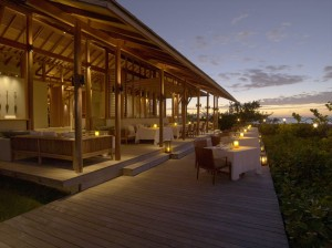 R-RS672_Amanyara - Beach Club Terrace-lpr